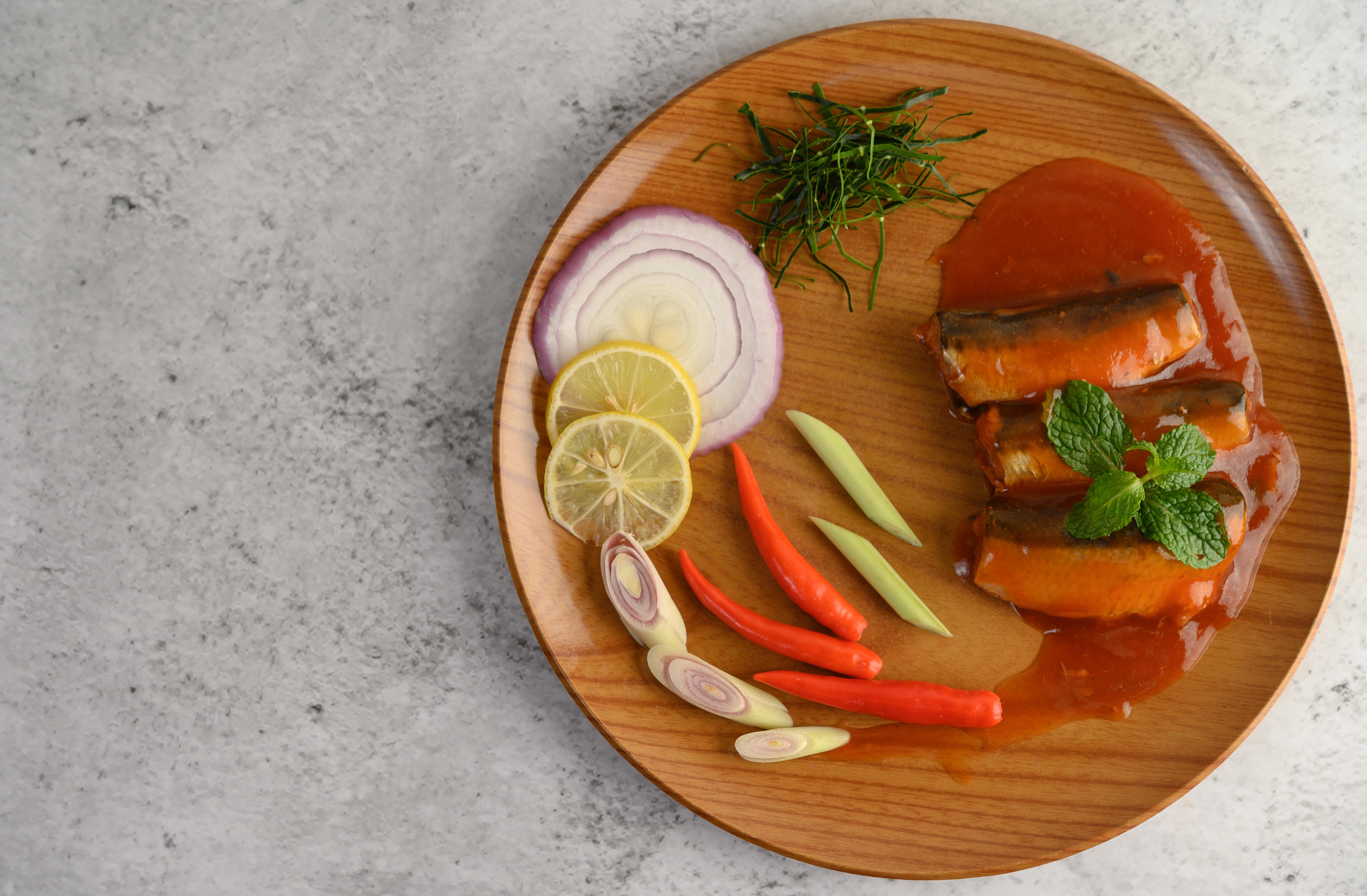 alici marinate in salsa d'arancia, salsa di soya e menta